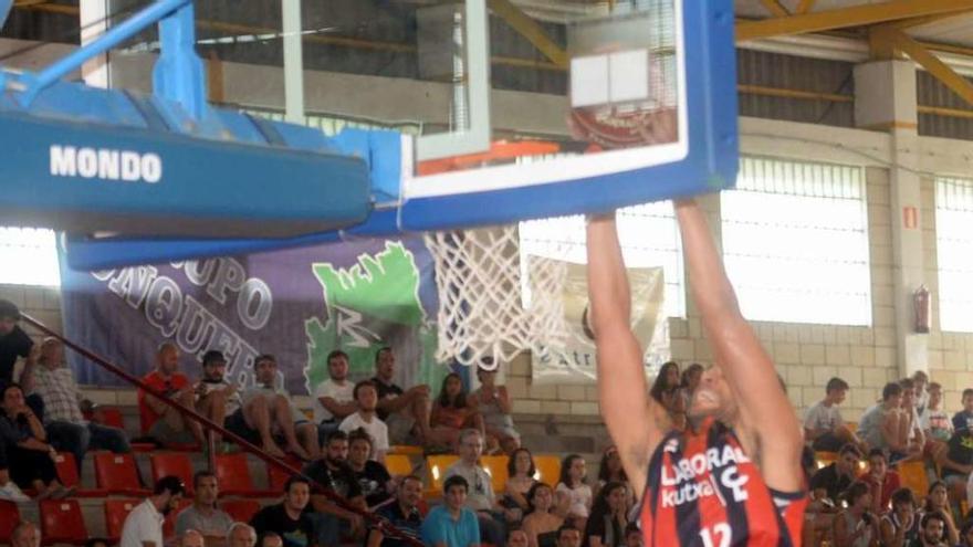 Laboral Kutxa manda en Vilagarcía