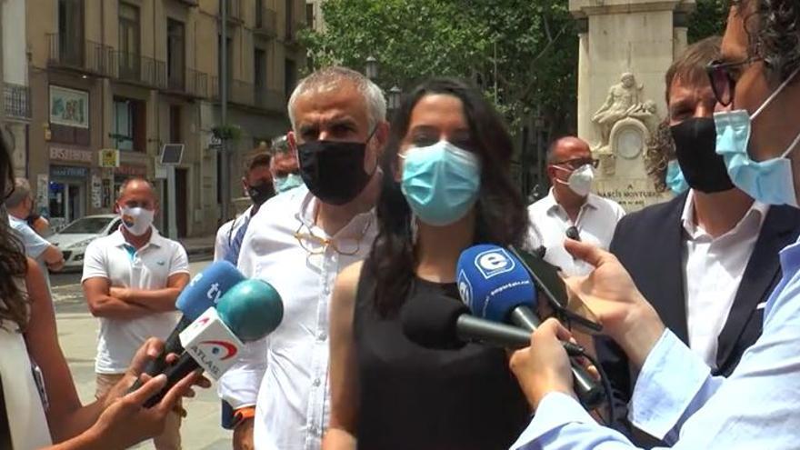 """Arrimadas visita Figueres i diu que els """"indults"""" són una """"bufetada"""" de Sánchez"""