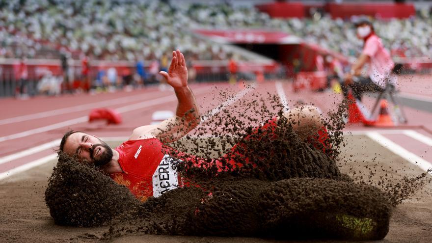 Eusebio Cáceres se queda a tres centímetros del bronce en salto de longitud