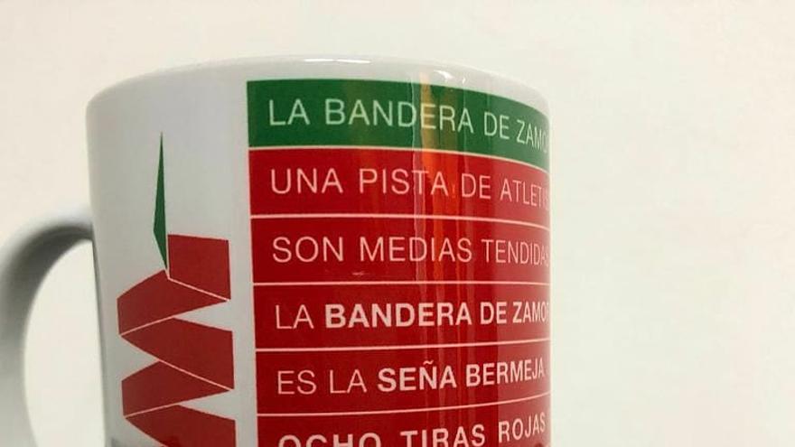 """Envían a Broncano una peculiar taza con la bandera de Zamora tras la polémica por su """"faltada"""""""