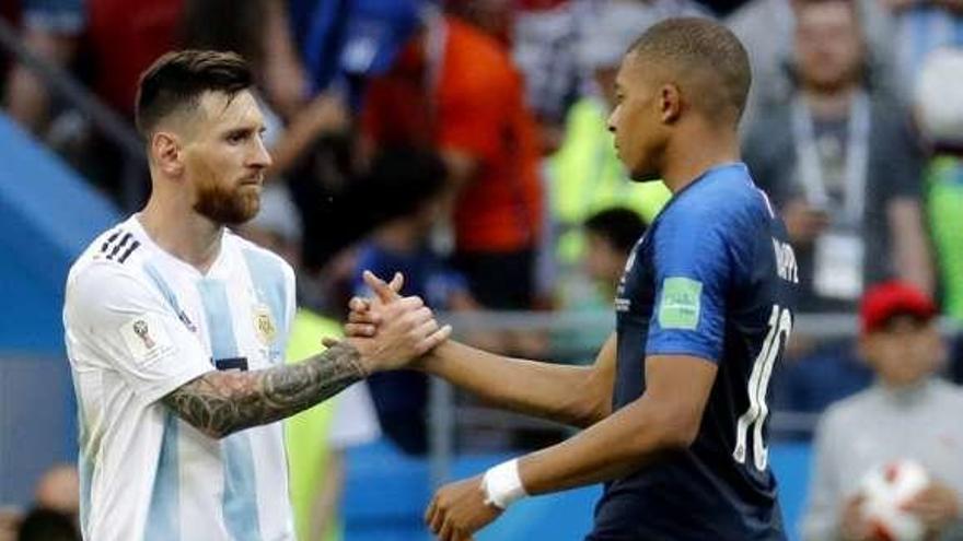 Mbappé arrolla a Messi