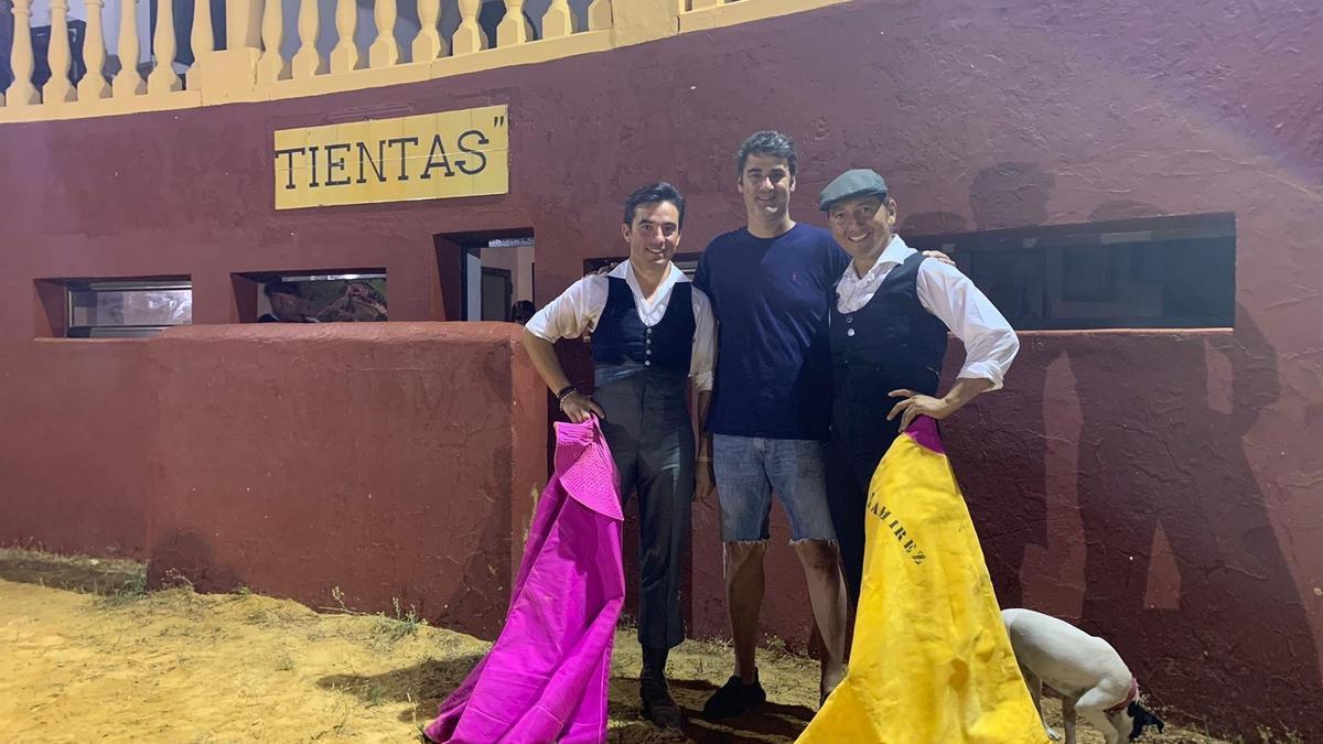 Imanol Sánchez junto a Jesulín de Ubrique en la finca del popular torero.