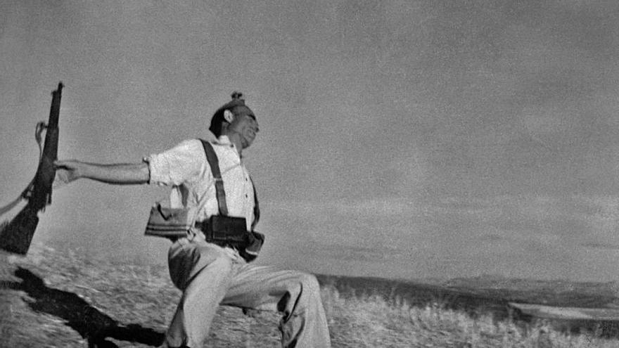 Robert Capa, revisant un mite