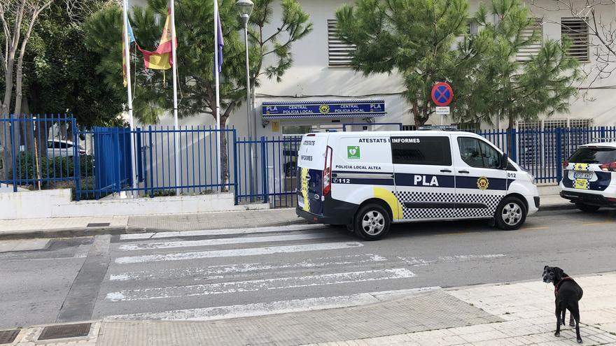 La Policía Local de Altea denuncia a 16 personas en una fiesta privada sin mascarillas ni distanciamiento social