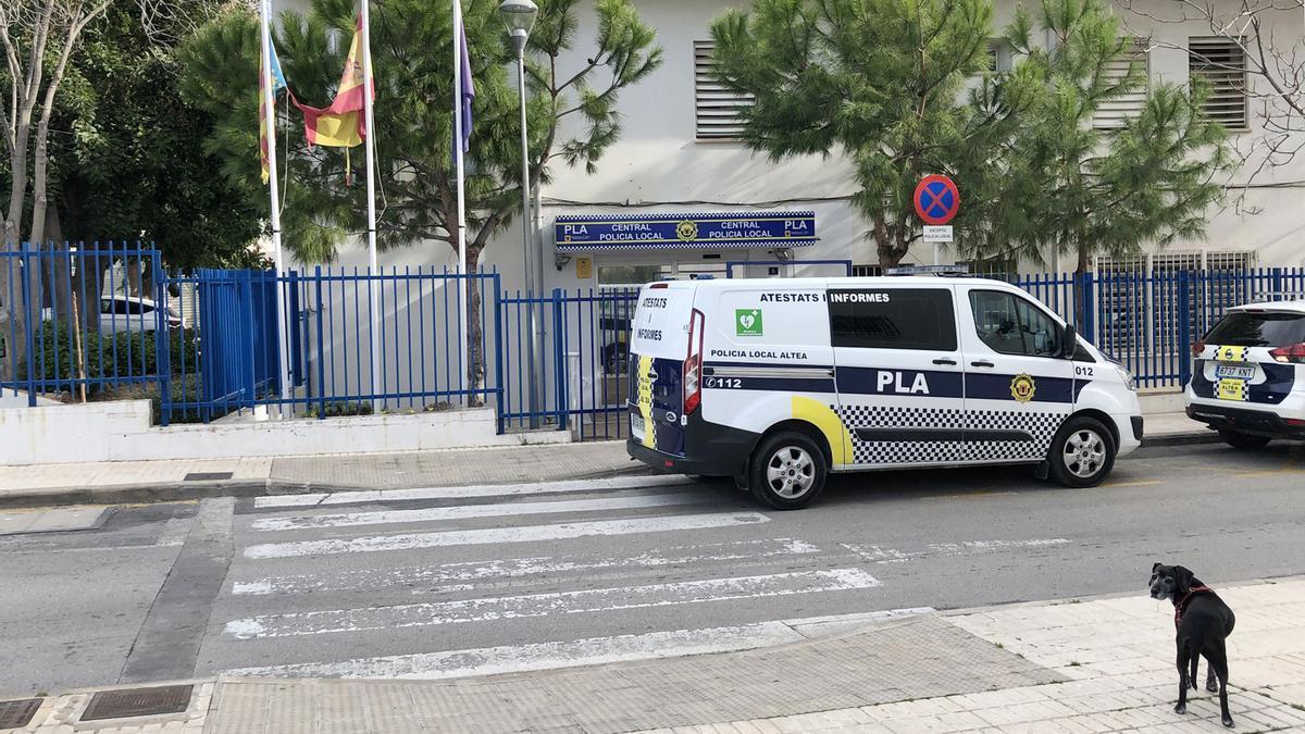 La Policía Local de Altea denuncia a 16 personas en una fiesta privada sin mascarillas ni distanciamiento social.