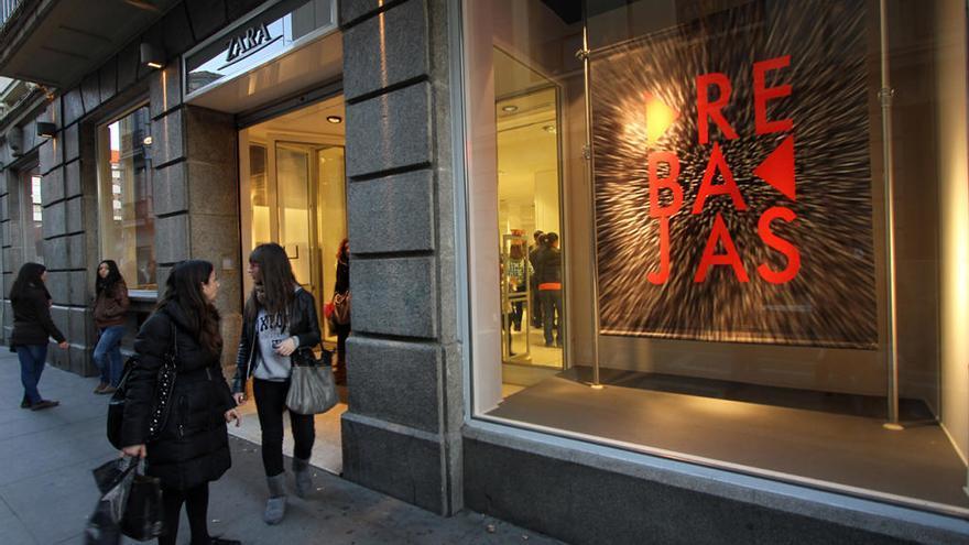 Las adelantadas rebajas de verano en Zara harán que estés pendiente del móvil
