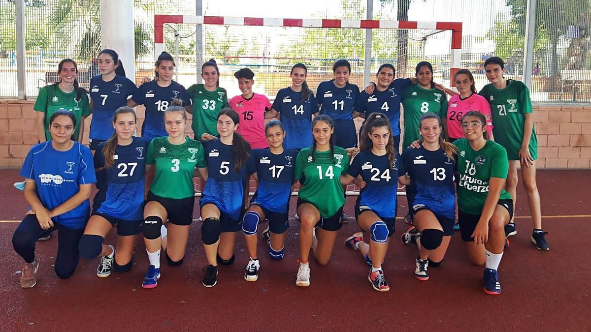 Formació del club Handbol Femení Paiporta. | LEVANTE-EMV