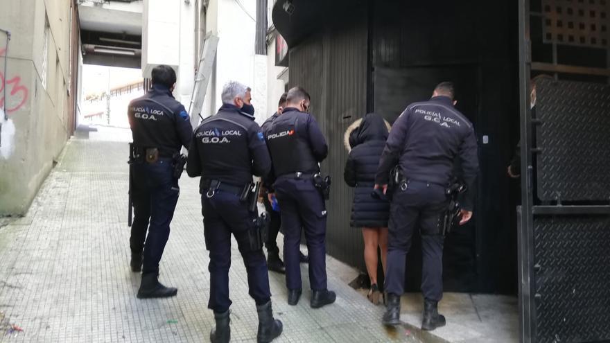 """La Policía pone fin a una fiesta ilegal en un """"after"""" con veinte personas en el centro de Vigo"""
