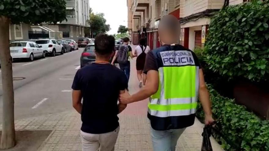 Cae un grupo en Alicante dedicado a okupar viviendas que después realquilaban por 3.000 euros
