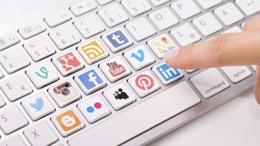 Uno de cada 10 adolescentes publica su vida en redes sociales