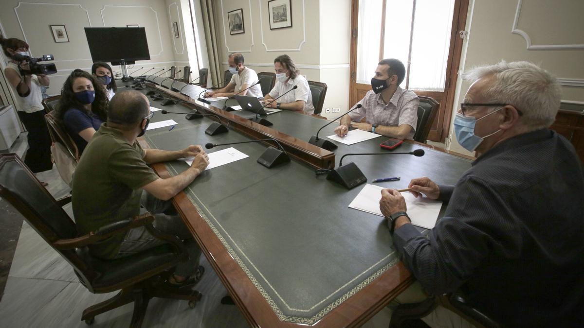 Un momento de la reunión en el ayuntamiento