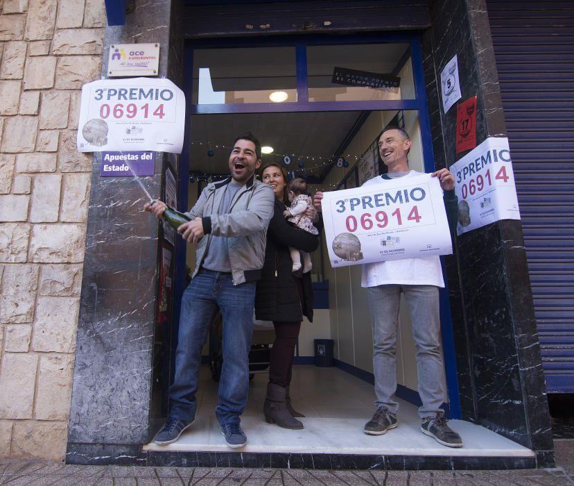 Los 50 décimos del 6.914 que se han vendido en la administración número 1 de Rafelbunyol llegaron el pasado mes de agosto y se han vendido sueltos en ventanilla, según ha explicado a Efe la propietaria del establecimiento, Amparo Ros. EFE