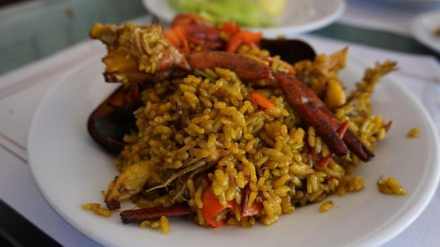 Cinco restaurantes para comer paella con vistas al mar