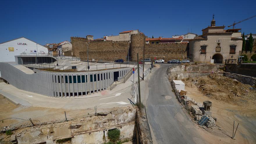 El nuevo parking del puente de Trujillo, operativo el 30 de agosto
