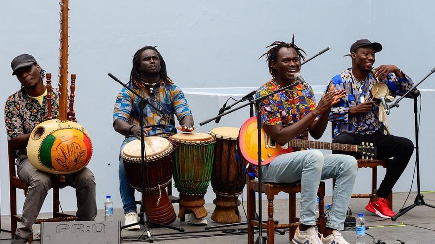 El patio del Palacete Rodríguez Quegles se adentra en octubre en las raíces africanas