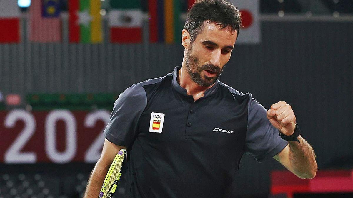 Pablo Abián cierra el puño celebrando un punto conseguido en su partido ante  el estonio Raul Must. | REUTERS / LEONHARD FOEGER