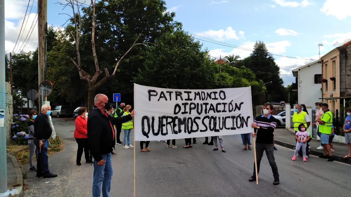Vecinos de Guísamo protestan para reclamar la supresión del punto negro de San Paio