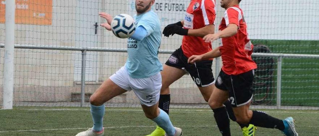 Adri Estévez en un partido de esta temporada con la camiseta del Beluso. // Gonzalo Núñez