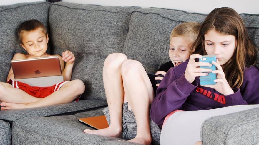 Estos son los peligros del uso del Smartphone a diario en los niños