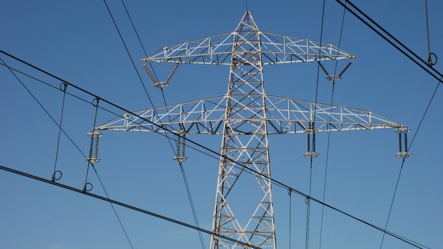 La industria valenciana exige que se le aplique la bajada de peajes e IVA de la luz