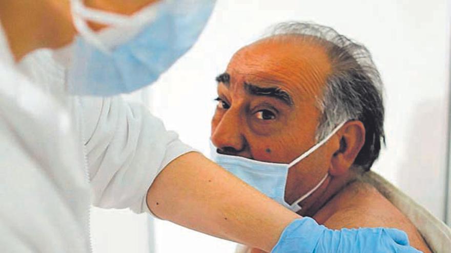 Unos 32.000 valencianos son candidatos a recibir la tercera dosis de la vacuna