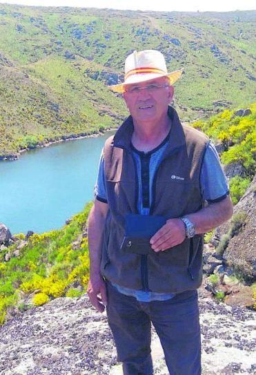 Manuel Rapado delante del arroyo de Los Molinos.   M. P.