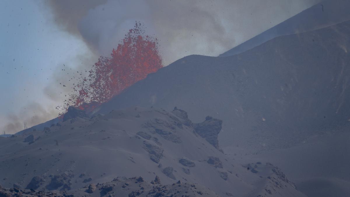 Fotografía de la colada sur de la lava tras la erupción del volcán de Cumbre Vieja en La Palma.