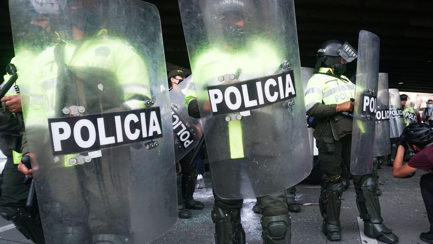 Una carga explosiva mata a dos policías colombianos