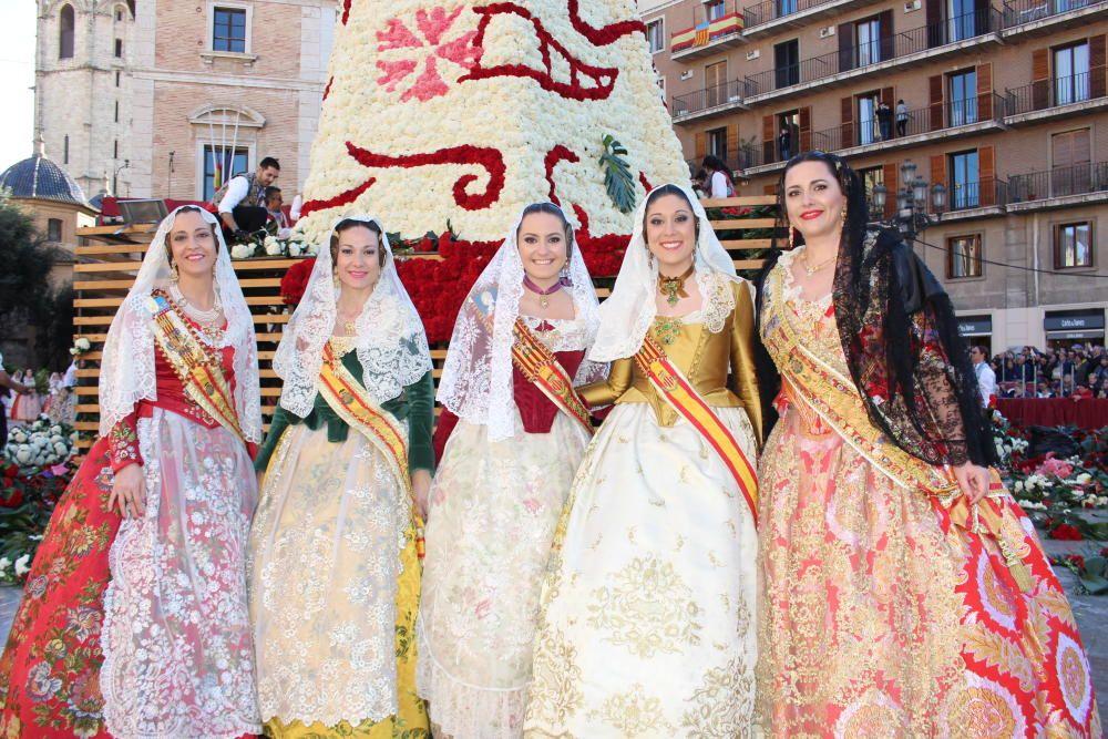 Las cinco cortesanas de Obispo Jaime Pérez: Eva Cervera (1988), Laura Chornet (1997), María Estela Arlandis (2011), Tamara Delgado (2016) y Maite Calatayud (1994)
