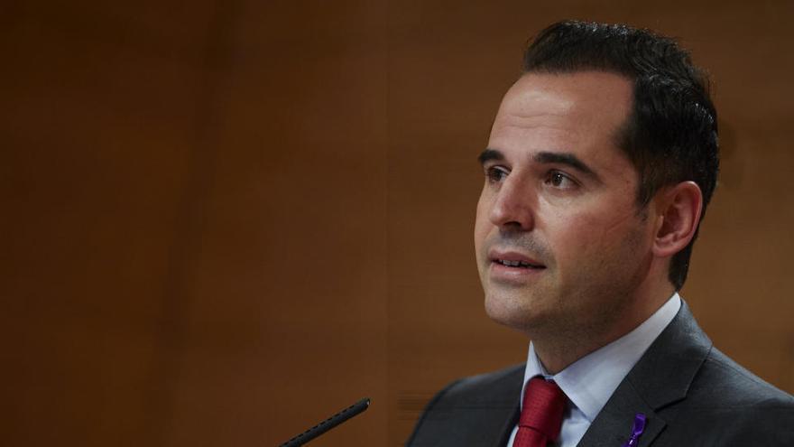 Aguado pedirá al Gobierno de Madrid un plan de rescate de 1.000 millones para familias y empresas