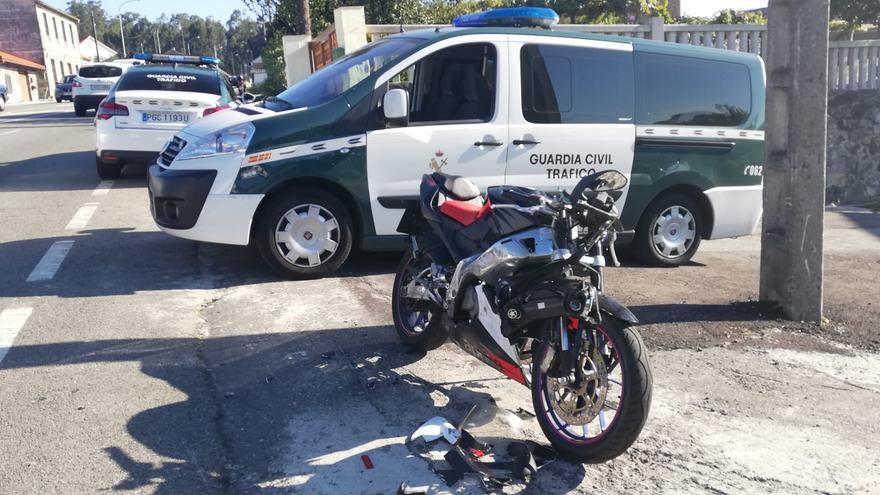 Herido un motorista en un accidente en la carretera de Vilagarcía en Alba