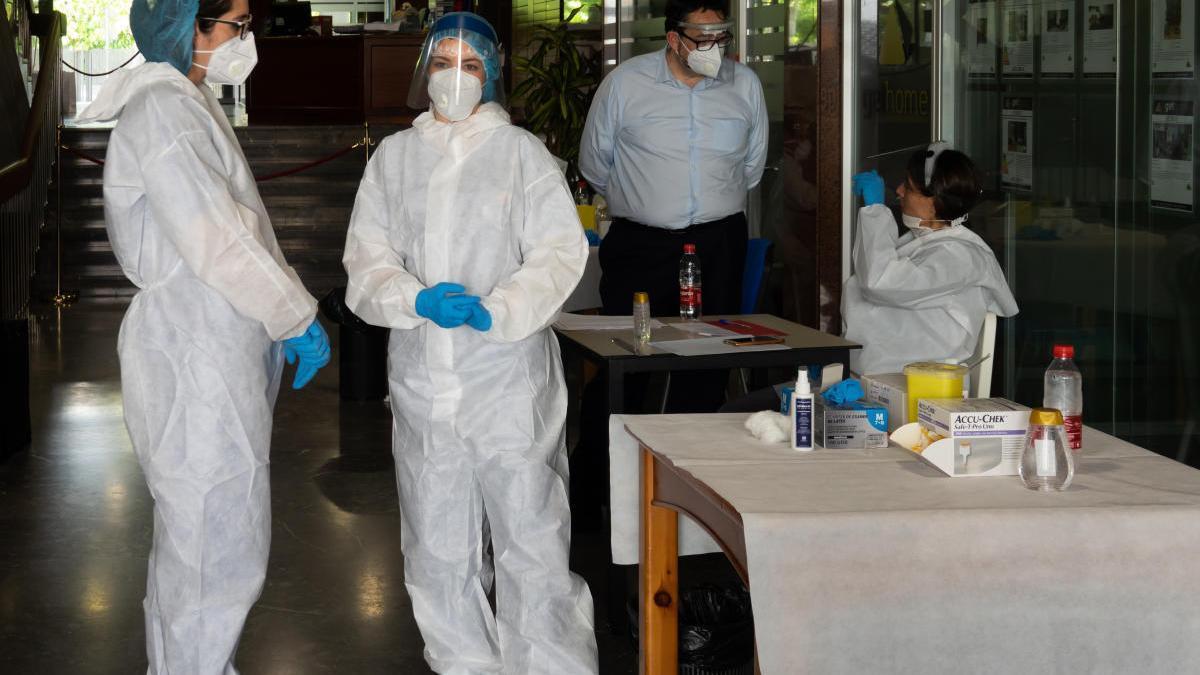 Un fallecido más por coronavirus en la Región, que registra 135 nuevos casos en un día