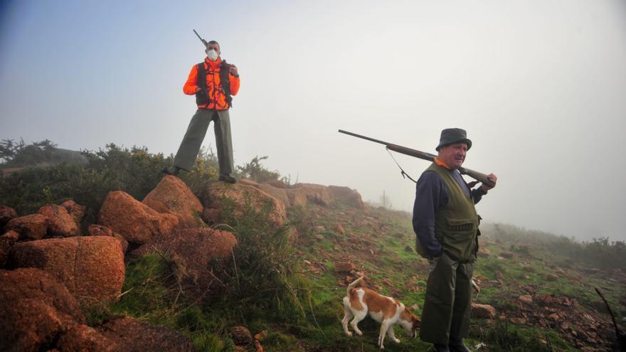 Los cazadores afrontan con desánimo otra temporada marcada por la mortandad del conejo
