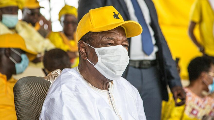 Militars colpistes detenen el president de Guinea i ordenen dissoldre les institucions