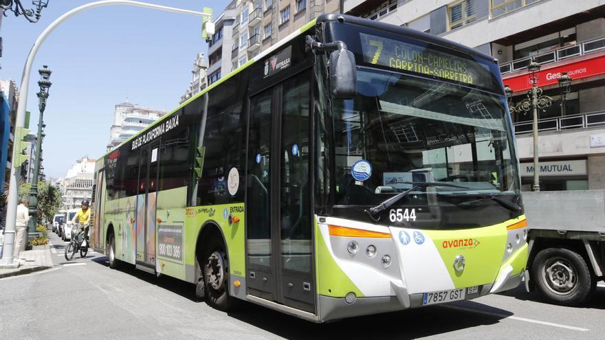 """Abel Caballero avisa que la compensación por la caída del bus urbano """"no la decide"""" Vitrasa y niega deudas"""