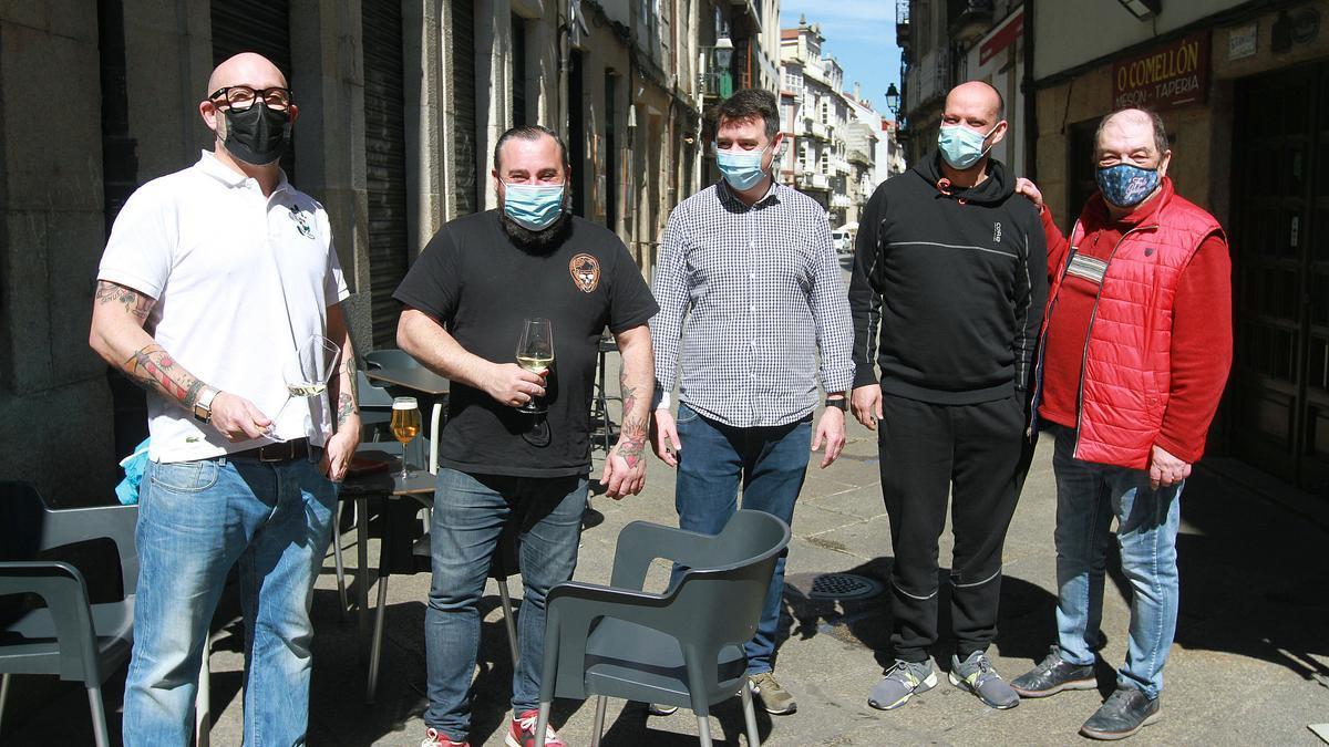 Hosteleros de Os Viños en la calle Lepanto. //I. OSORIO