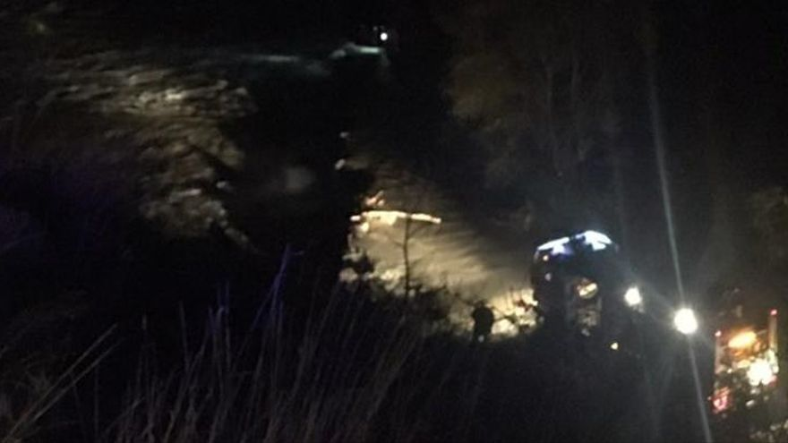 Rescaten una parella en cotxe arrossegada pel riu Ter