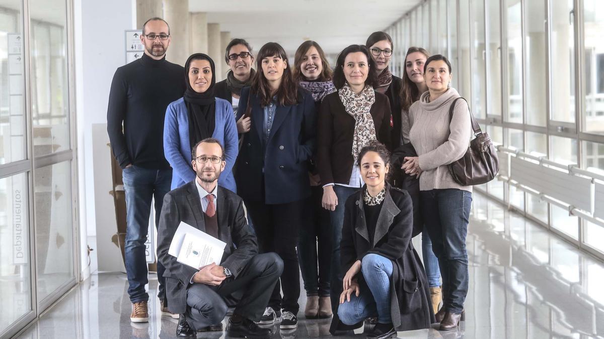 Diciembre de 2014: algunos miembros del SiDOR posan en la Facultad de Económicas de Vigo con motivo de la defensa de una tesis doctoral dirigida desde el grupo