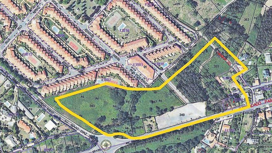 El Ayuntamiento asume la urbanización de suelos para el parque comercial de Os Regos