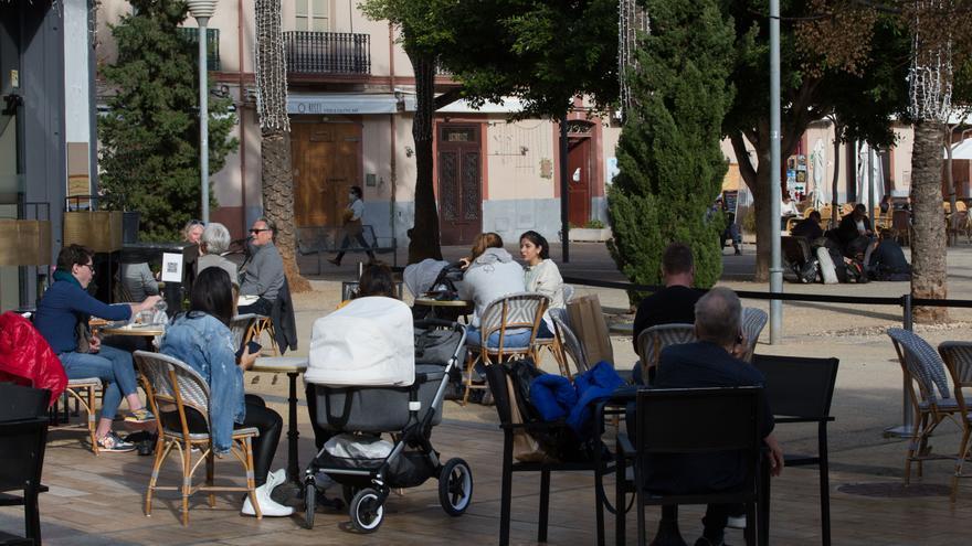 Restricciones en Ibiza: los interiores de los bares seguirán cerrados y se levanta el cierre perimetral de Baleares