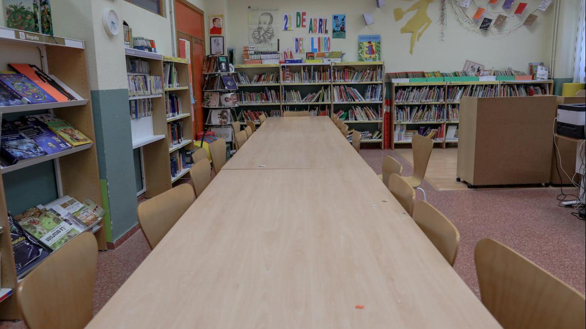 Los ayuntamientos recibirán ayudas para la limpieza de los colegios a partir de enero