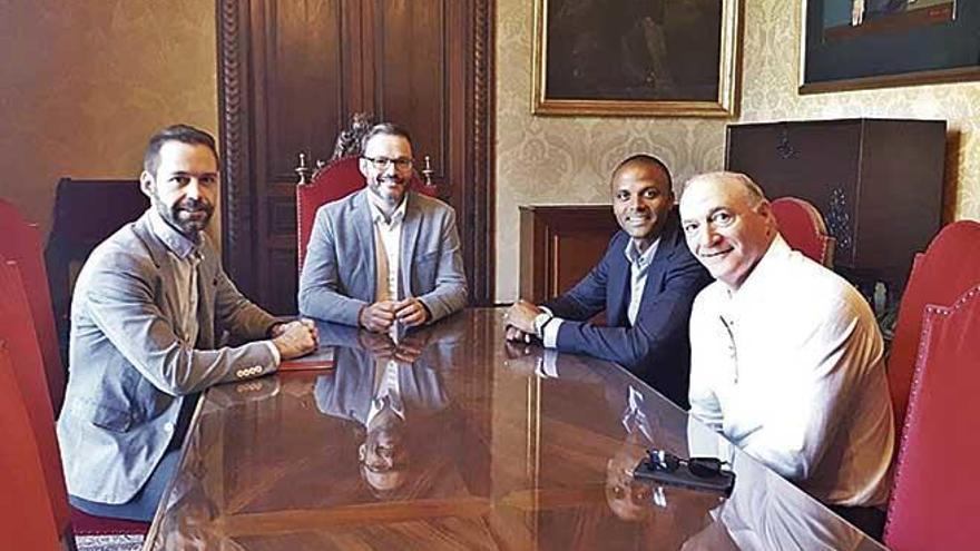 Molango y Kohlberg se reúnen con José Hila, alcalde de Palma