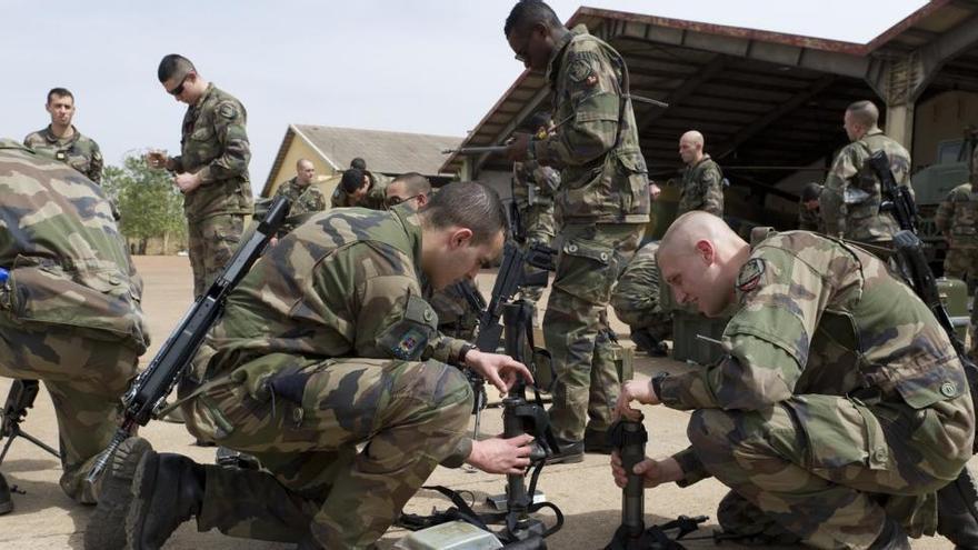 Al menos seis soldados franceses heridos en un ataque suicida en Malí