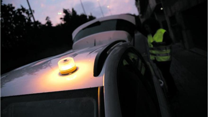 Aconsegueix el llum d'emergència que substitueix els triangles del cotxe