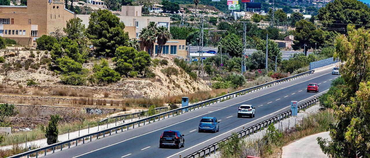 Radar ubicado en ambos sentidos de la vía en el kilómetro 141 de la N-332, en La Vila Joiosa, donde se impuso un mayor número de sanciones en 2020.  