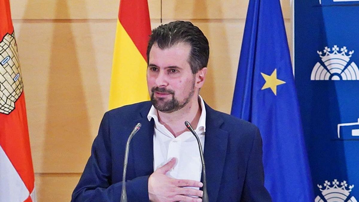 El secretario regional del PSOE y portavoz parlamentario Luis Tudanca comparece ante los medios tras la presentación de la moción de censura. | Ical