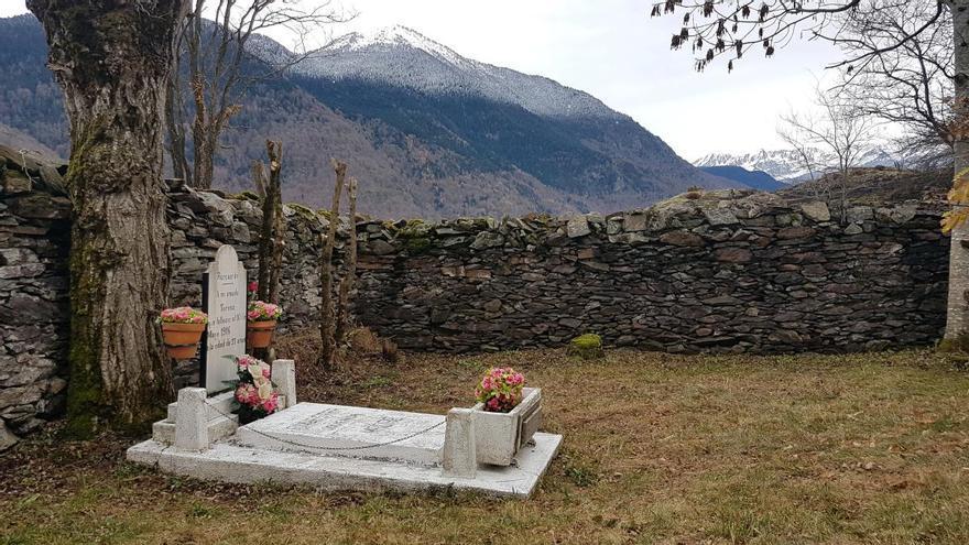 """El cementiri més petit de l'Estat explica la història dels """"amants de Bausen"""""""