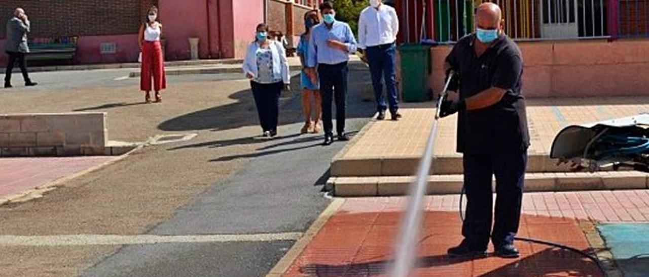 Trabajos extraordinarios de limpieza en un colegio.