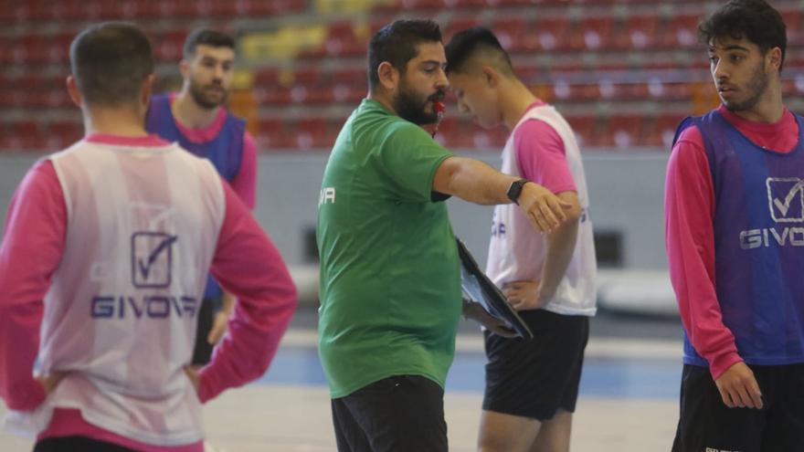 Josan González quiere que su equipo se merezca la victoria ante el Antequera