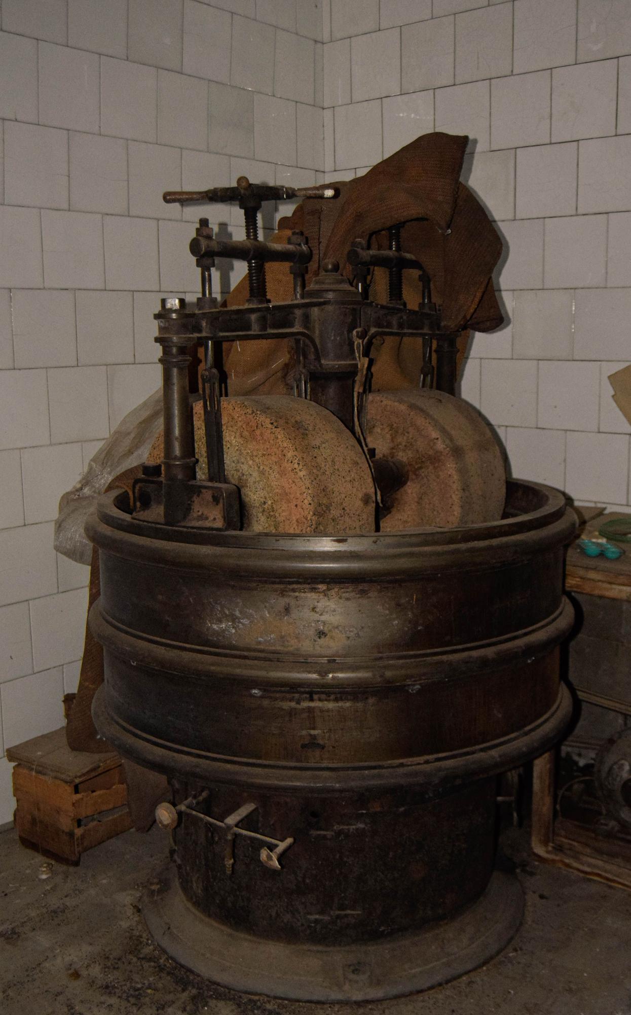 Las piezas de la antigua Chocolates Valero que serán exhibidas en Burjassot